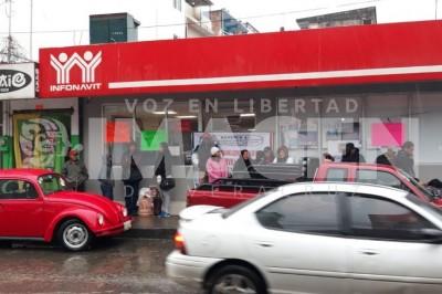 Con protesta, exigen cancelar pagos a viviendas dañadas en Coatzintla