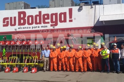 Departamento de bomberos en tuxpan trabaja con herramientas en malas condiciones