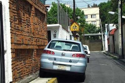 Automóviles estacionados en las banquetas serán retirados: Tránsito