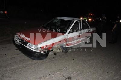 Resultaron tres lesionados tras estrellarse AVEO con un Taxi