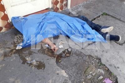 Encuentran cuerpo de joven asesinado a cuchilladas