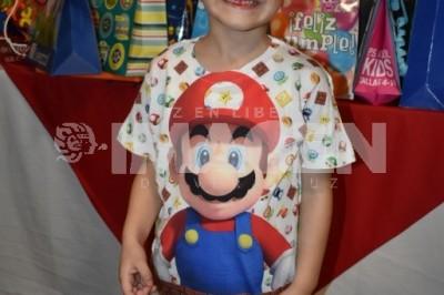 El rey del  arcade:Luis Manuel Rodríguez González celebra cumpleaños al estilo Mario Bros