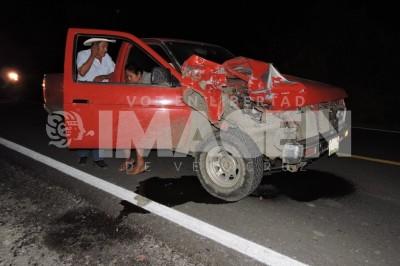 Camioneta embiste carreta con familia en Tierra Blanca