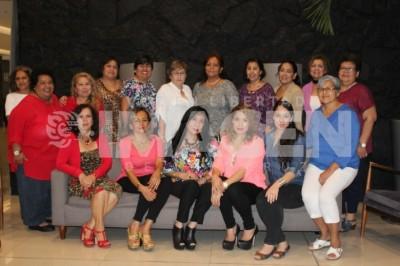 Festejo sorpresa:Angélica Celaya cumple un año más de vida