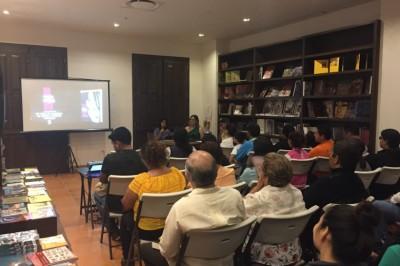 Presenta novela en Veracruz