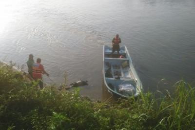 Buzos encuentran el cuerpo de un varón ahogado en el río de Tesechoacan en Azueta