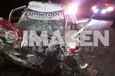 Muere taxista de Tierra Blanca en encontronazo