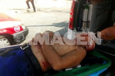 Por resistirse al asalto lo navajean en Mandinga