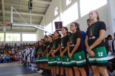 Niños Triquis con demostración en Tuxpan, impulsan el deporte