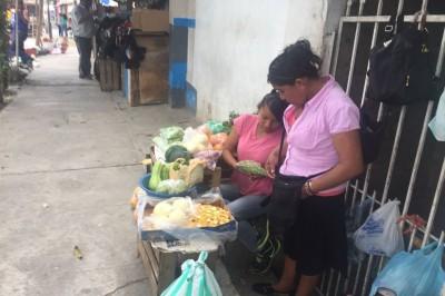 Invasión de ambulantes molesta a comerciantes de mercado de Tuxpan