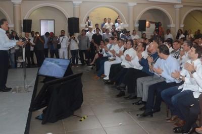 Yunes Linares promueve a su hijo en evento público