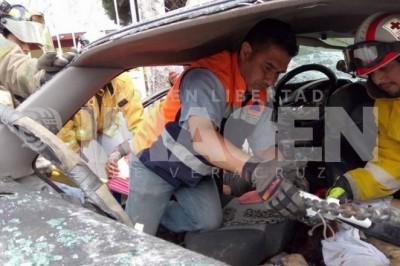Aparatoso choque deja dos muertos y cuatro heridos
