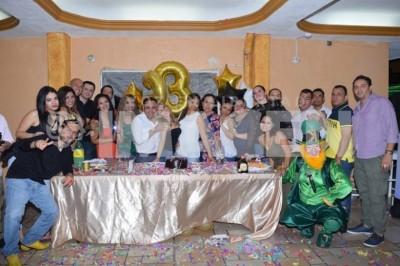 Mágica noche:Adriana Lobeira cumple 23 años de vida