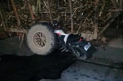 Muere joven motociclista,  tras sufrir accidente en Carlos A. Carrillo