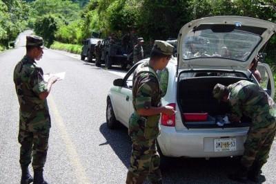 Militares despojan de sus pertenencias a indígenas en Chiapas