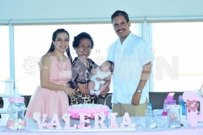 Nueva hija de Dios:  Valeria Arcos Parra recibe el primer sacramento