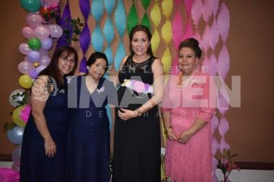 Visita de la cigüeña:Mercedes Villareal Espinosa disfruta baby shower