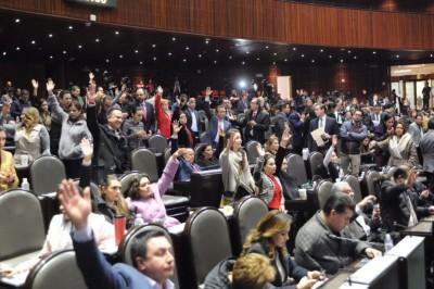 Diputados aprueban eliminar fuero al presidente