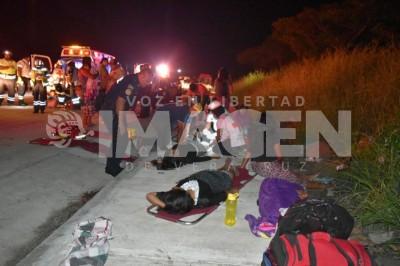 Fatal choque entre patrulla y van, en La Tinaja - Cosoleacaque; una menor muerta