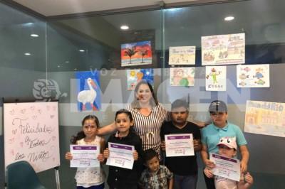 REALIZAN CONCURSO DE DIBUJO: Erika Mikel premia a niños ganadores