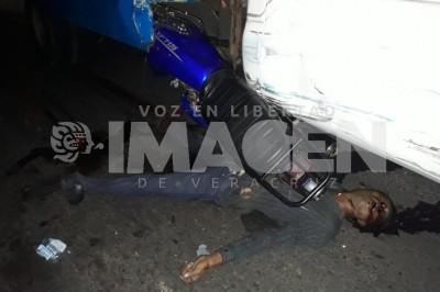 Terrible muerte al ser aplastado por una camioneta
