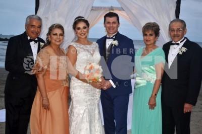 CAMPANAS NUPCIALES : Se unen en matrimonio Ivonne Cruz y Munir Alarcón