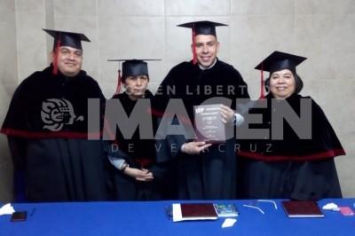 NUEVO COMUNICÓLOGO : Recibe título como LCC Geovanni Vargas Herrera