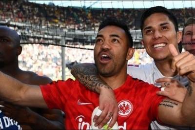 'Carlos Salcedo y Marco Fabián', en busca de la copa alemana