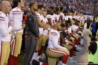 Multa en la NFL a los que se arrodillen en el himno de Estados Unidos