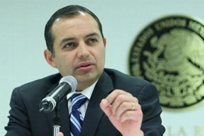 Ernesto Cordero presenta denuncia en la PGR contra Anaya