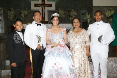 EDAD DE LAS ILUSIONES: María Fernanda Flores Espinosa celebra XV años