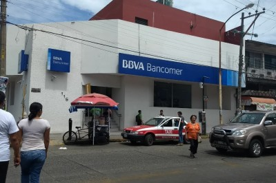 Asaltan a fémina en sucursal de Bancomer en Minatitlán