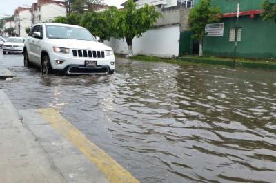 Familias en riesgo por lluvias se niegan a dejar sus viviendas: DIF