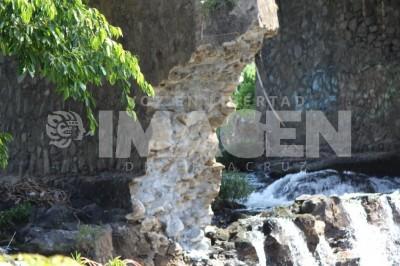 Puente en Santiago Tuxtla podría colapsar; no hay paso de Santiago Tuxtla a Isla