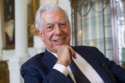 Mario Vargas Llosa, ingresado tras una caída de madrugada
