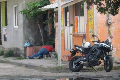 'Muere un hombre baleado y una vecina fallece de infarto por la impresión'