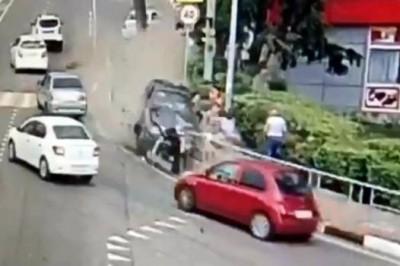 Auto arrolla a peatones en Rusia; muere uno