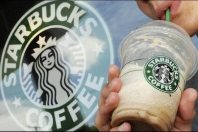 Starbucks no usará más popotes para sus productos