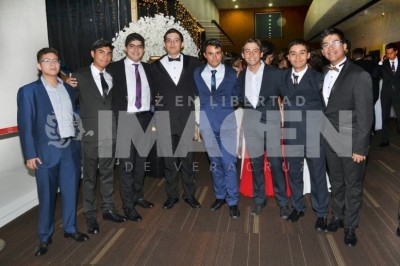 Nueva etapa estudiantil: Alumnos del Colegio Cristóbal Colon protagonizan cena de graduación