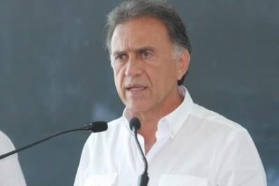 'Bancos que inclumplan con la instalación de mamparas serán clausurados': Yunes Linares
