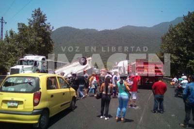 Aparatoso accidente en la Puebla- Córdoba deja 4 lesionados