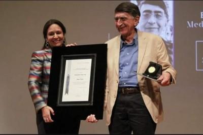 Recibe la Medalla Bellas Artes