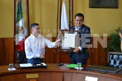 Alfredo Hernández Ávila recibió su certificación en Atención a la Ciudadanía