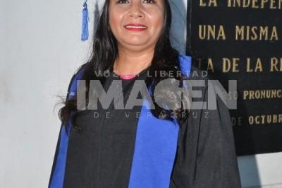 FOTO GENERACIONAL: María Andrea Córdoba Hernández se recibe como licenciada en Derecho