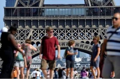 Torre Eiffel deja de recibir turistas por huelga de trabajadores