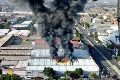 Se registra incendio en fábrica de zapatos en Iztapalapa