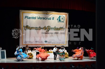 CULMINAN EL BACHILLERATO : Alumnos del CONALEP disfrutan ceremonia de clausura
