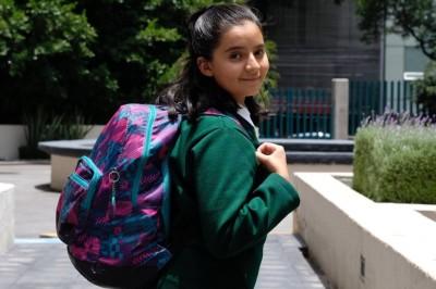 Exceso de peso en las mochilas provoca daños en niños, alertan médicos del IMSS