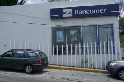 Asaltan con violencia Bancomer ubicado en Minatitlán