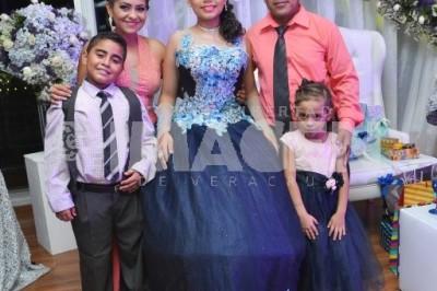 DEBUTA EN SOCIEDAD : Camila Ramírez Rodríguez cumple XV años de vida